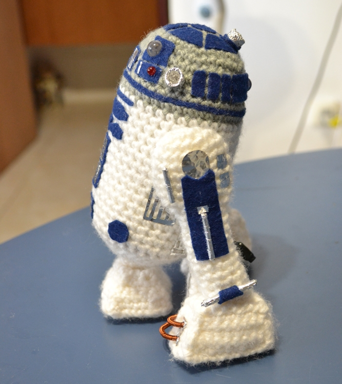 Free Crochet Patterns Amigurumi Star Wars : Mini R2D2 Pattern Mias Atelier