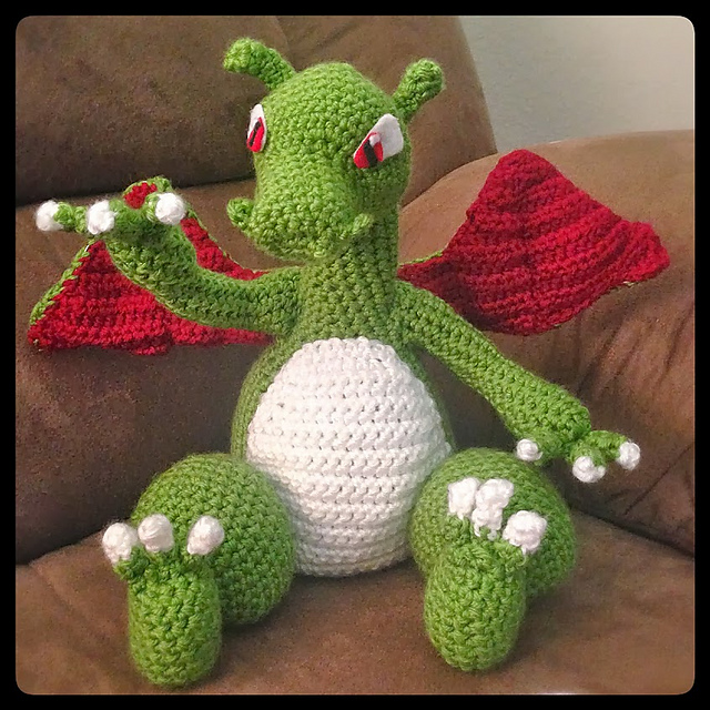 Tutorial Amigurumi R2d2 : Charizard made by hovermoyer. Great work! Mias Atelier